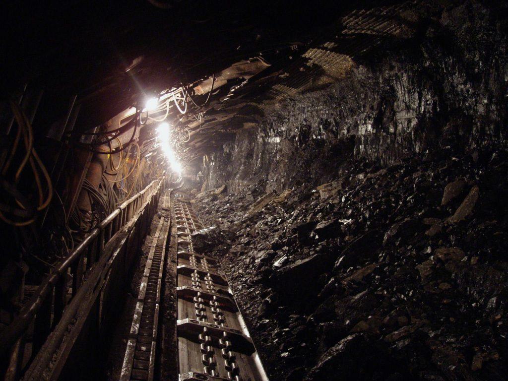 Mine de charbon avec convoyeur